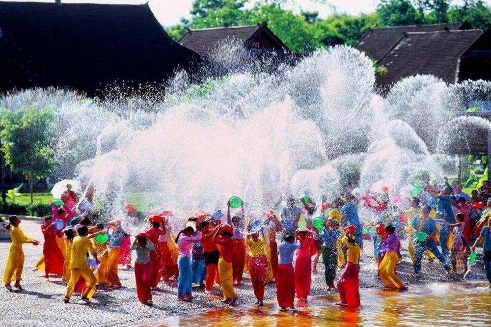 Lễ hội té nước ở Bangkok