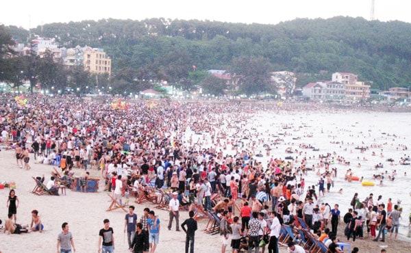 Đồ Sơn vào những mùa cao điểm thu hút lượng khách đông đảo (ảnh ST)