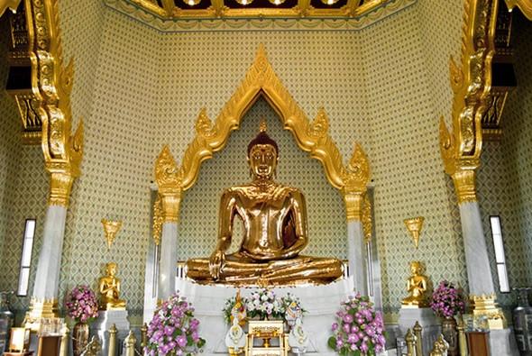 Tham quan chùa Phật Vàng nổi tiếng linh thiêng ở Thái Lan - ảnh 2