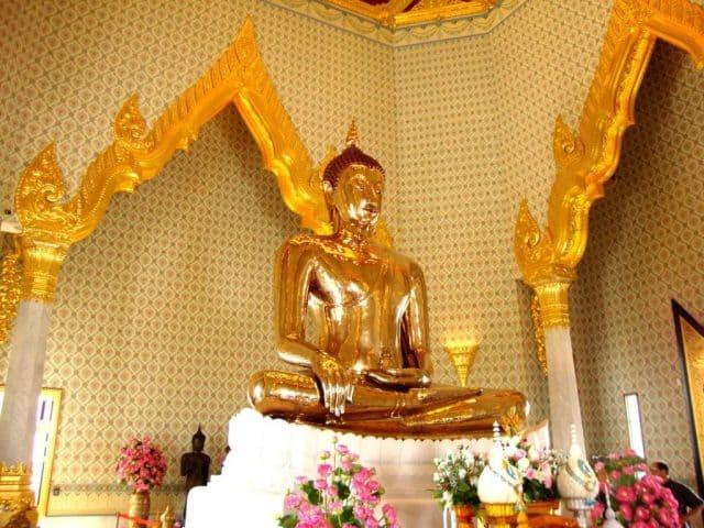 Tượng Phật Vàng cao đến 3 mét và nặng tới 5,5 tấn (Ảnh ST)
