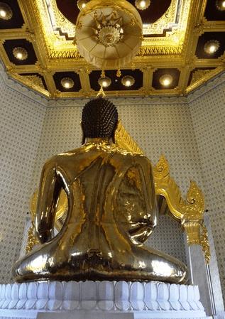 Phía sau bức tượng Phật (Ảnh ST)